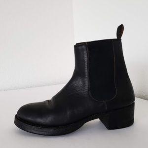 Frye women genuie leather black  chelsea boots